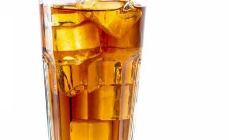 Ledový čaj s bílým rumem