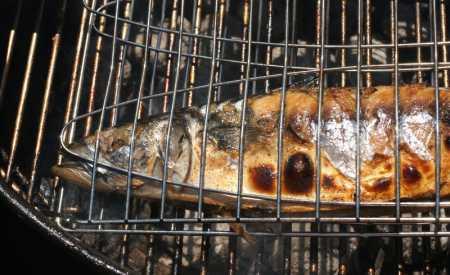 Makrely na grilu s cayenským pepřem
