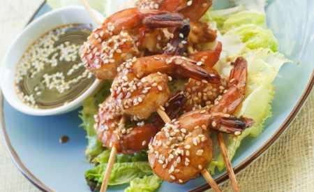 Marinované grilované krevety v sezamu