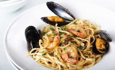 Plody moře na špagetách