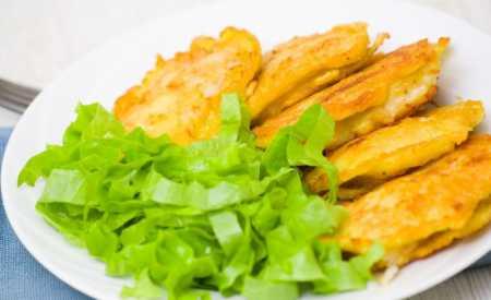 Rybí filé v těstíčku s bramborovými lupínky