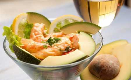 Salát z garnátů a avokáda